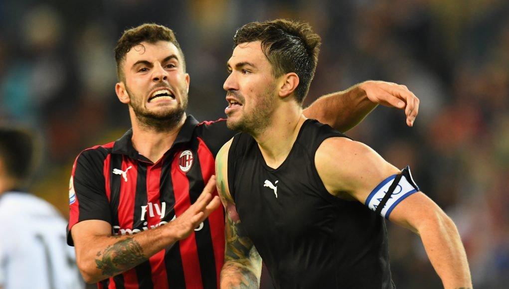 UDINE, ITALY - NOVEMBER 04: Alessio Romagnoli of AC Milan celebrates after scoring the opening goalduring the Serie A match between Udinese and AC Milan at Stadio Friuli on November 4, 2018 in Udine, Italy. (Photo by Alessandro Sabattini/Getty Images)