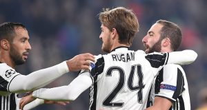 Juventus's Daniele Rugani jubilates with his teammate Gonzalo Higuain after scoring the goal during the Uefa Champions League soccer match Juventus vs Dinamo Zagabria at Juventus Stadium in Turin, Italy, 7 December 2016 ANSA/ALESSANDRO DI MARCO