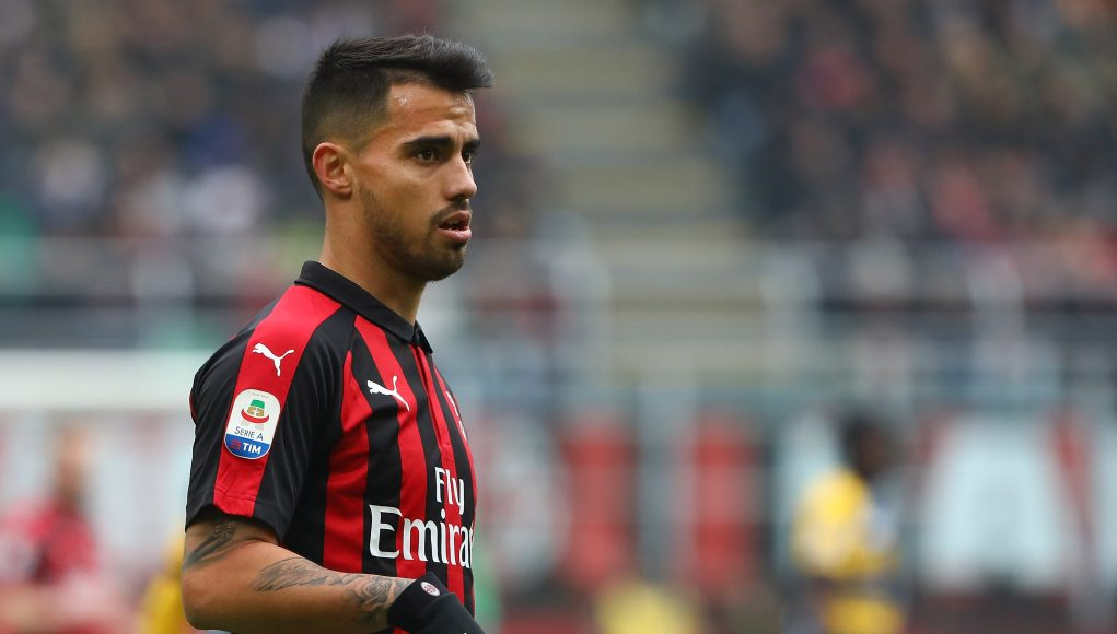 MILAN, ITALY - DECEMBER 02: Fernandez Suso of AC Milan looks on during the Serie A match between AC Milan and Parma Calcio at Stadio Giuseppe Meazza on December 2, 2018 in Milan, Italy. (Photo by Marco Luzzani/Getty Images)