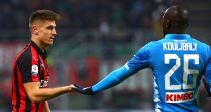 MILAN, ITALY - JANUARY 26: Krzysztof Piatek (L) of AC Milan shakes hands with Kalidou Koulibaly (R) of SSC Napoli during the Serie A match between AC Milan and SSC Napoli at Stadio Giuseppe Meazza on January 26, 2019 in Milan, Italy. (Photo by Marco Luzzani/Getty Images)