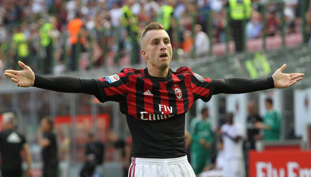 MILAN, ITALY - MAY 21: Gerard Deulofeu of AC Milan celebrates after scoring the opening goal during the Serie A match between AC Milan and Bologna FC at Stadio Giuseppe Meazza on May 21, 2017 in Milan, Italy. (Photo by Marco Luzzani/Getty Images)