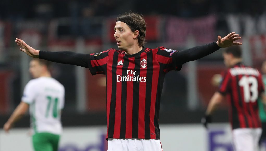 MILAN, ITALY - FEBRUARY 22: Riccardo Montolivo of AC Milan gestures during UEFA Europa League Round of 32 match between AC Milan and Ludogorets Razgrad at the San Siro on February 22, 2018 in Milan, Italy. (Photo by Marco Luzzani/Getty Images)