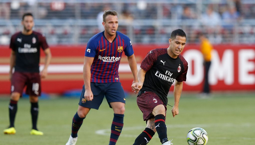 SANTA CLARA, CA - AUGUST 04: José Mauri #4 of AC Milan controls the ball against FC Barcelonaduring the International Champions Cup match at Levi's Stadium on August 4, 2018 in Santa Clara, California. (Photo by Lachlan Cunningham/Getty Images)