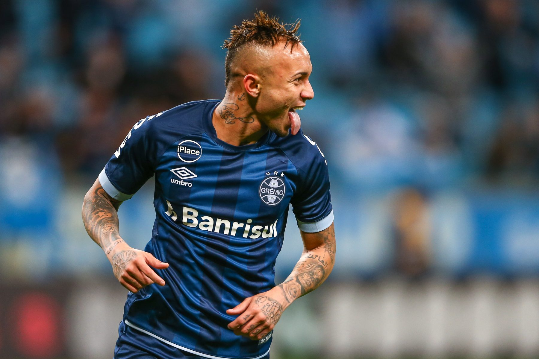 Everton Soares Admits Future Lies Away From Gremio Amid Milan Links