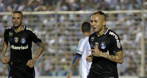 Everton Ribeiro de Freitas Castro (R) of Brazilian Gremio